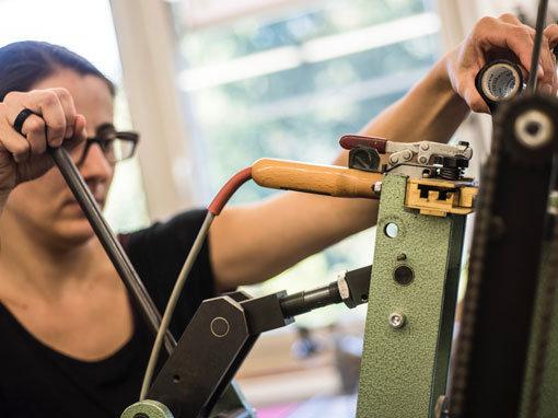 Prägen - Buchbinderei Papierhandwerk