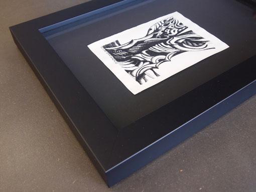 Bild gerahmt mit schwarzem Rahmen und Distanzleisten - Einrahmungen Papierhandwerk