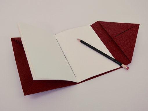 geöffnetes Heft zum Reisen für Notizen und Skizzen